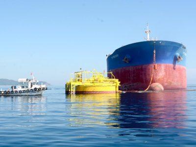 Tàu PV Trans nhập dầu thô cho Nhà máy lọc dầu Dung Quất qua phao rót dầu không bến.